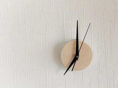 Analog clock 7 o'clock