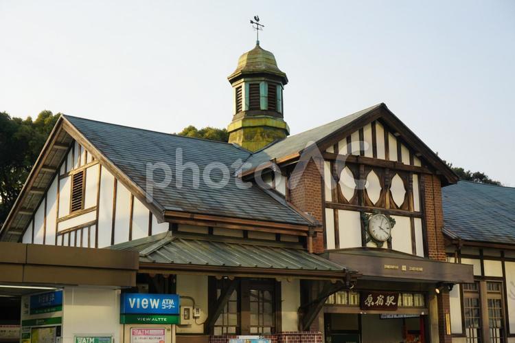 JR山手線 原宿駅の駅舎の写真