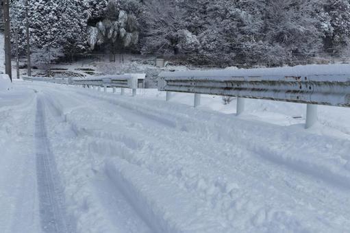雪路是安全驾驶