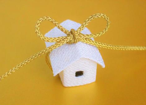 Chirimen's white house and golden string knot