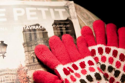 Gloves and magazines 1