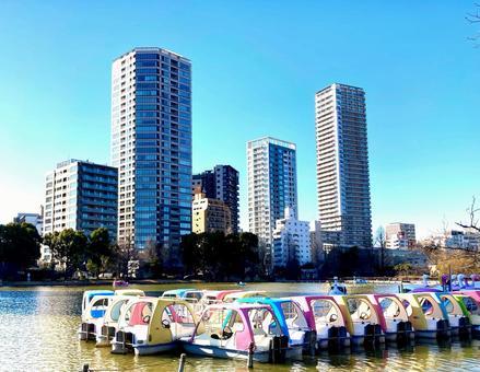 Ueno Shinobazu Pond Boat and Tower Mansion