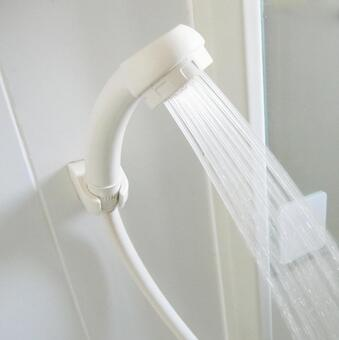 Hot water from the shower 0625