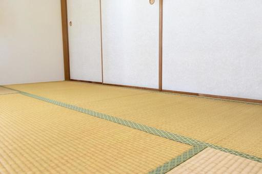 Japanese-style tatami mats and sliding doors