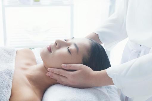Women undergoing facial esthetics 16
