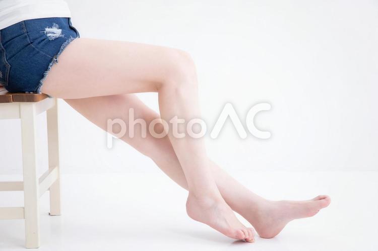 ショートパンツをはいた女性の写真