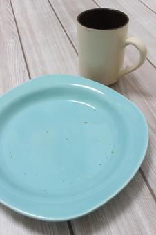Tableware after dinner (vertical)