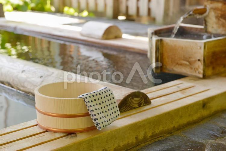 温泉の桶と手ぬぐい11の写真