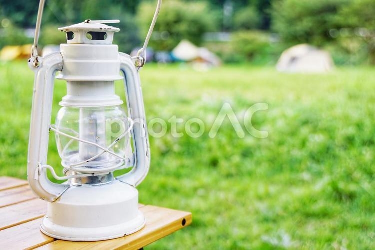 キャンプとライトの写真