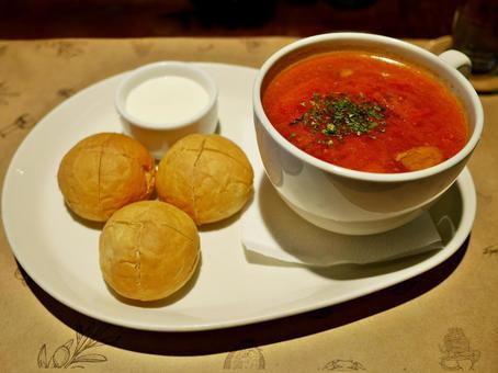 러시아 요리의 수프 (국물)과 빵