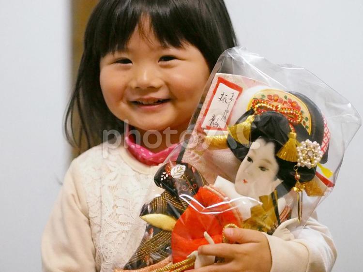 羽子板と女の子の写真