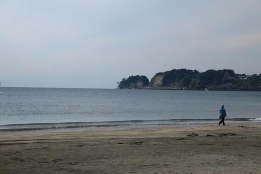 材木座 해안에서 稲村ヶ崎보기