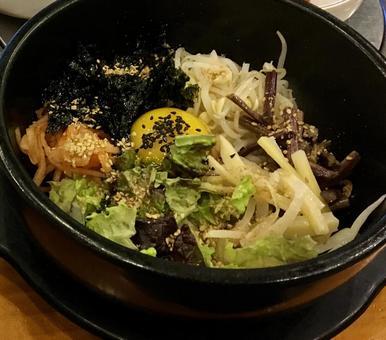 韓國首爾的石鍋拌飯