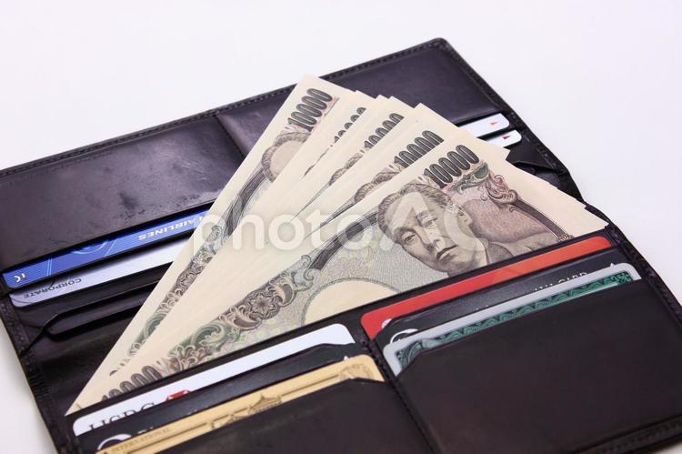 財布の中に万札の写真