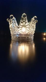 Crown candle holder
