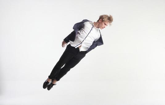 Male dancer who decides pose 16