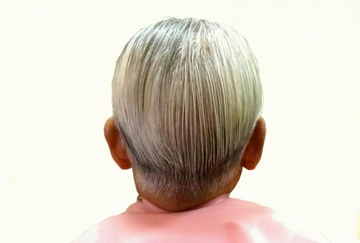 Cut older male gray hair back