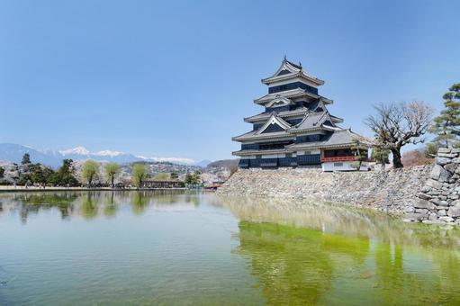 View of Matsumoto Castle and Mt. Jonen (Northern Alps) 0407