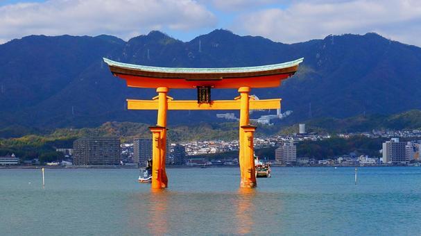 Torii of Itsukushima Shrine floating in the sea of Miyajima 2