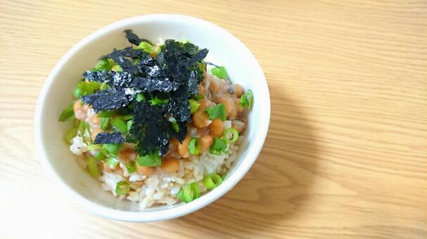 낫토 밥 ① (소금 낫토 · 다진 파 · 다진 김 현미 밥)