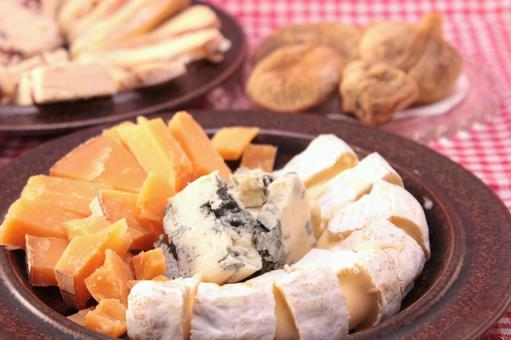 Cheese and dried figs 4