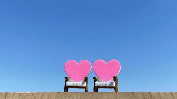 Small items with 2 chairs and 2 hearts_blue sky
