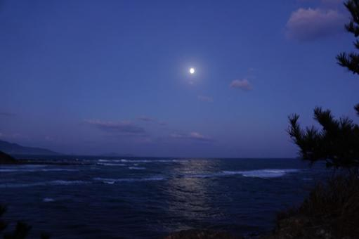 Sea and moon before dawn