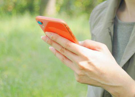 Women who use smartphones outdoors