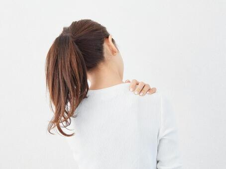 Image of a woman with stiff shoulders