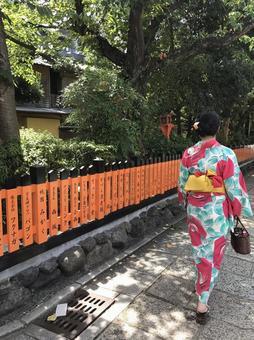 기온 시라카와 산책 기모노 여자