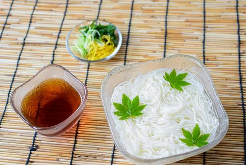 How about somen noodles with a refreshing feeling? !!