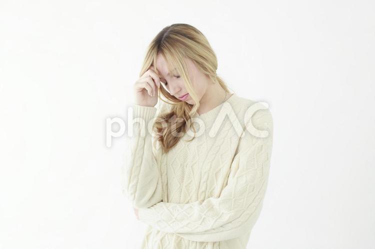 悩む女性4の写真