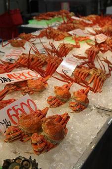 海鮮市場のカニ