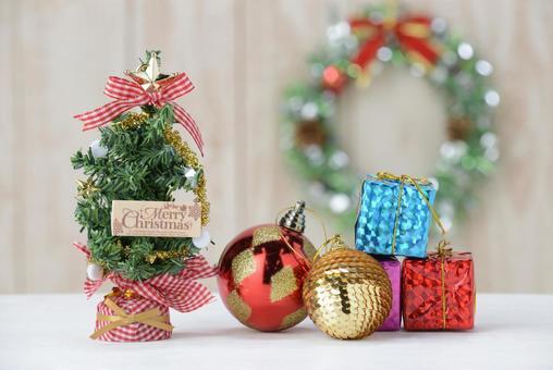 聖誕樹和裝飾品