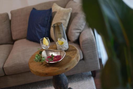 Living to enjoy alcohol on the living sofa