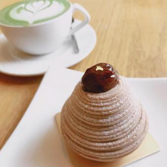 咖啡館的勃朗峰