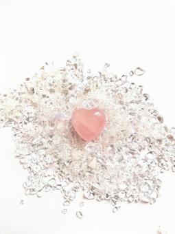 Heart-shaped rose quartz on Sazareishi