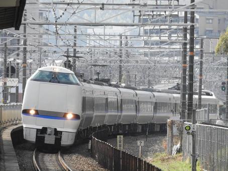 야마자키 역을 통과하는 특급 선더버드