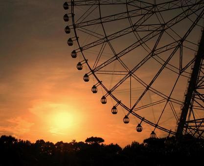 Silhouette ferris wheel