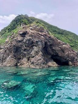 아마미 오시마 에메랄드 바다 바위