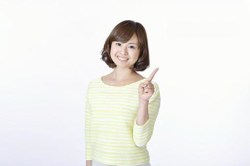 A woman who puts out one finger 1