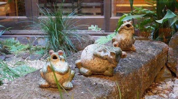 Frog figurine