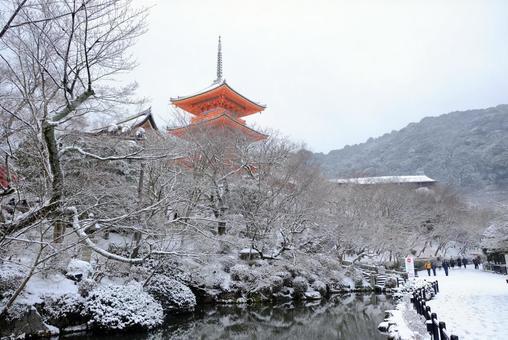 Kyoto snow scene