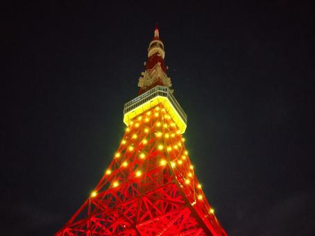Tokyo Tower in a mysterious color