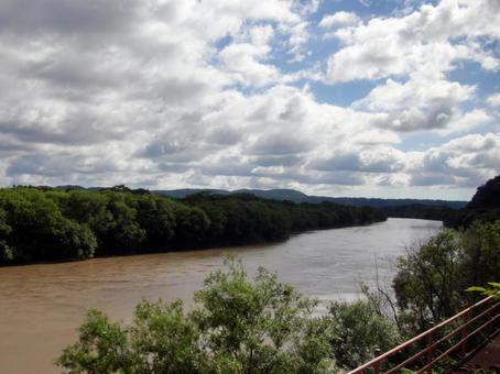 비가 그친 데시오 강