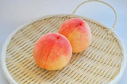 Tottori's delicious Kobe peaches