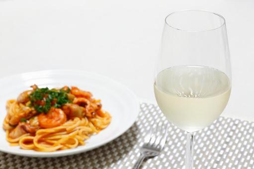 화이트 와인과 파스타 1
