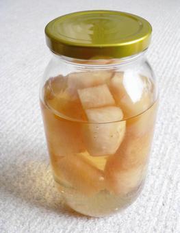 Homemade fruit vinegar (pineapple)