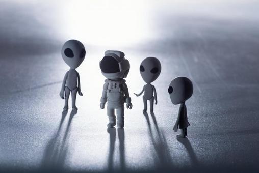 Alien and astronaut 11