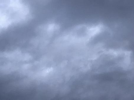 어두워가는 구름